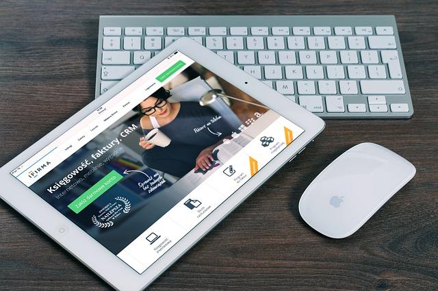tablet, klávesnice a myš