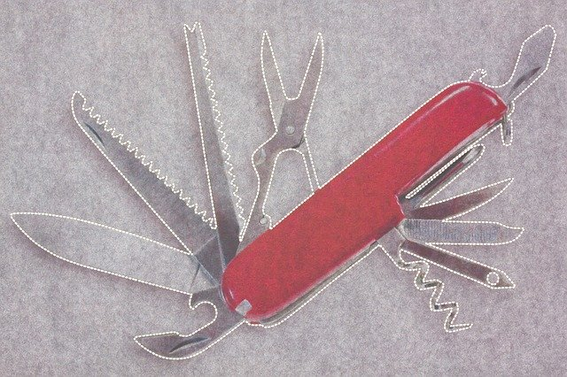 multifunkční švýcarský nůž