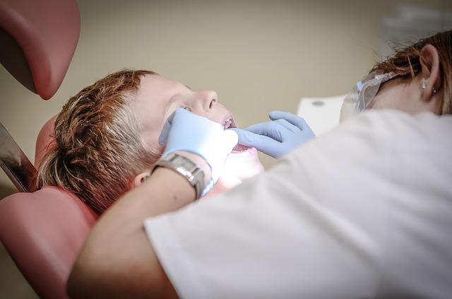 dítě u zubařky