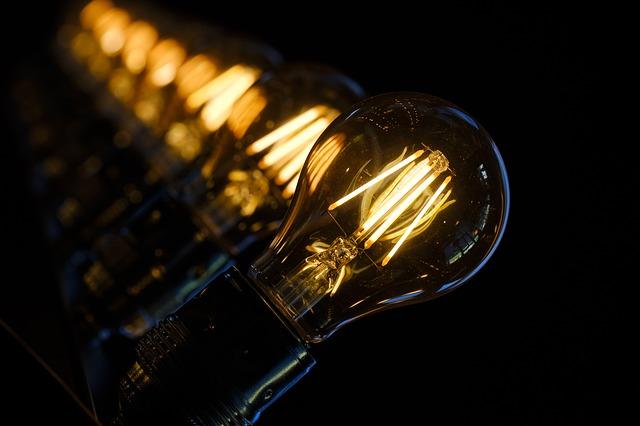 žárovky v řadě