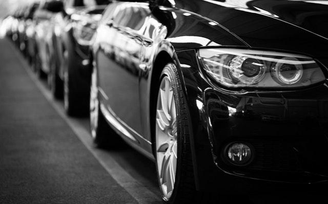 automobily v řadě