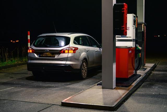 auto na benzínce
