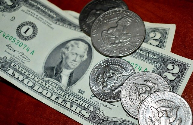 bankovka a mince.jpg
