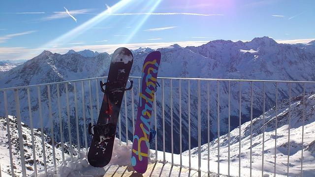 barevné snowboardy