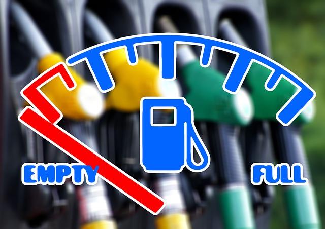 symbol paliva na palubní desce