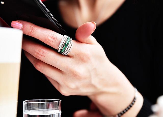 prstýnek na ruce