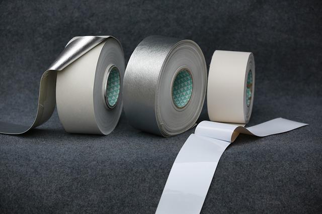 Bílé lepící pásky