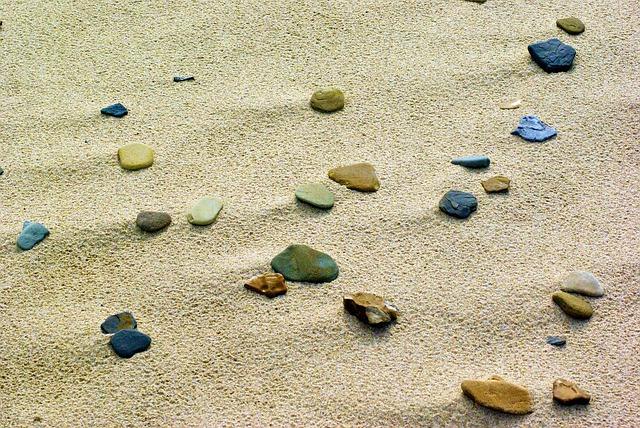 písek a oblázky