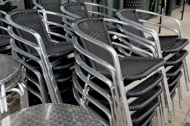 nepohodlné proutěné židle