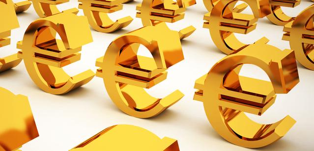 zlaté symboly eura seřazené do řad