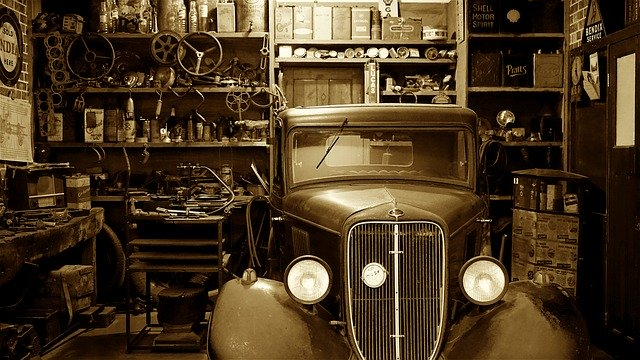 garáž s veteránem