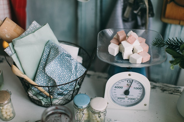cukr, váha, kuchyňské vybavení