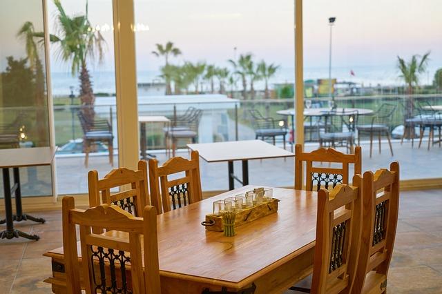 jídelní místnost s terasou