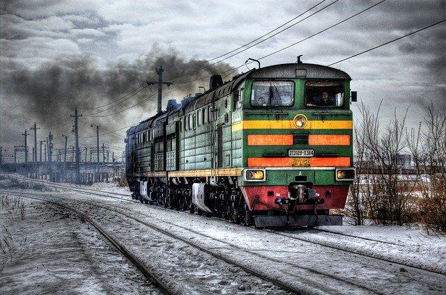 stará benzinová lokomotiva